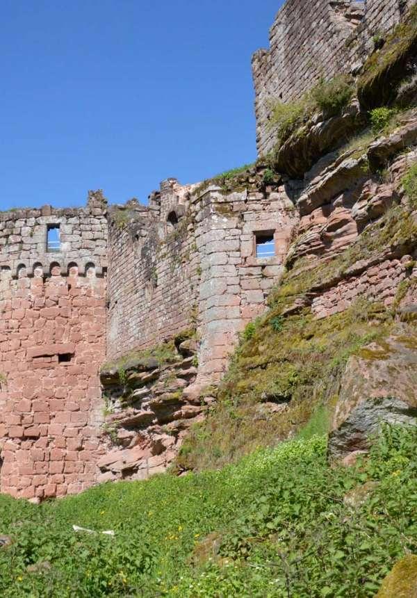 Wanderung vom Schloss Lutzelhardt zu den Schlössern Schöneck und Wineck