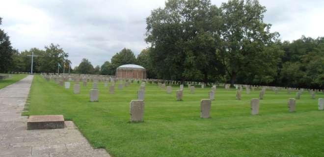 Circuit de promenade autour du cimetière militaire- image
